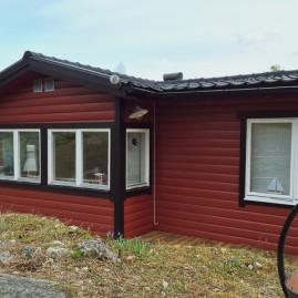Fasadmålning av sommarhus, fönsterbyte, reparation av tak i Håtö