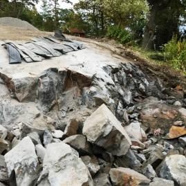 Spräckning av berg för utepollen i Saltsjö-boo