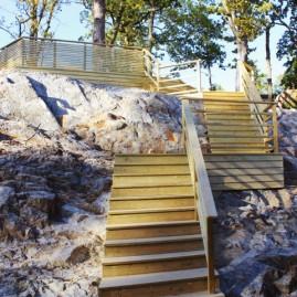 Byggnation av trappa och trädäck i Saltsjö-boo